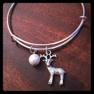 01d057981 Jewelry - 🦌Pearl Beaded Deer Adjustable Bracelet🦌